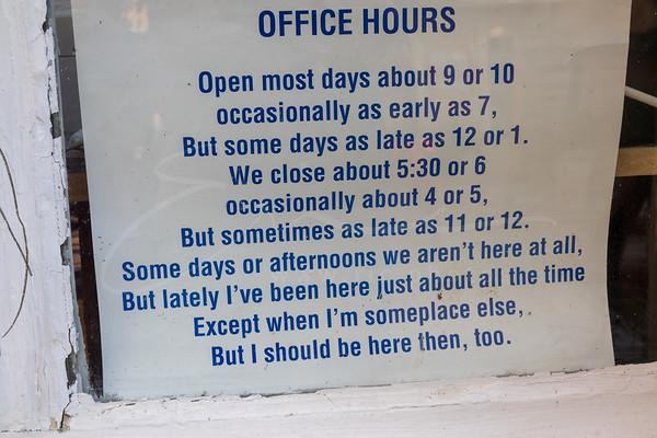 les heures d'ouvertures   office hours   Öffnungszeiten