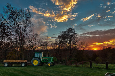 Sunset John Deere - Russell, Iowa
