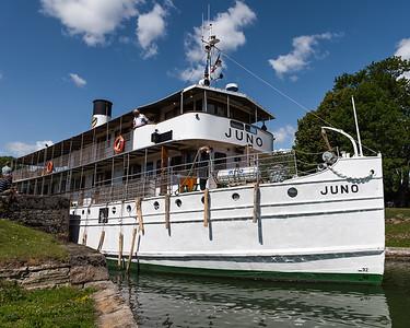 Juno passing thru a lock, Gota Canal, Sweden