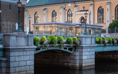 The Cafe on the Bridge