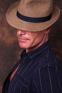 en combinaison et chapeau | jumpsuit and hat