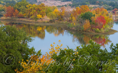Autumn colors on Inks Lake