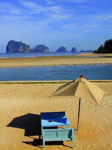 A Small Slice of Paradise, Trang