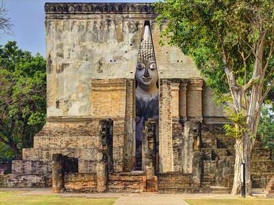 Peekaboo, Wat Si Chum, Sukhothai, Thailand