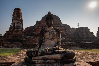 Wat Phra Mahatat - Buddha
