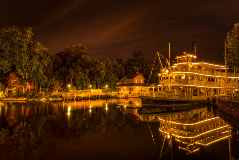 Magic Kingdom: Liberty Belle is waiting for the morning