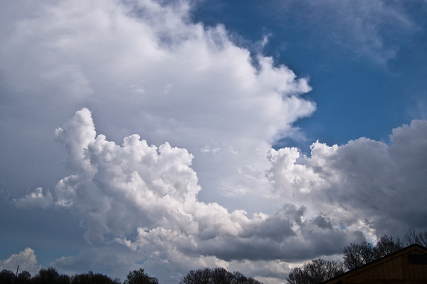 Interesting clouds appear behind the storm in Nobob, KY that dropped hail March 15th, 2012.
