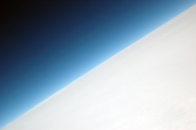040727 0003 Russia - Flight to Moscow - horizon 1 _J ~E ~L