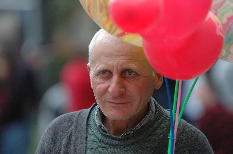 051009 9704 Georgia - Tbilisi - Georgian People Celebrating Sunday _E _I _L _N ~E ~L