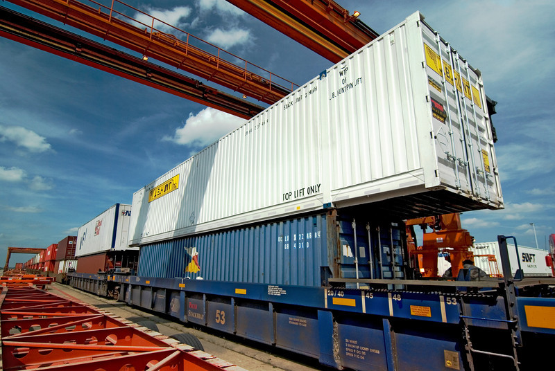50 Ton Crane readies containers for chassis placement