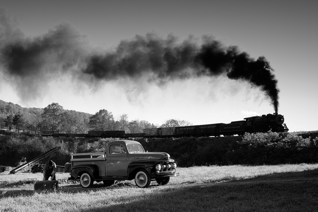 Western Maryland Scenic Railroad 1/ 350s, at f/8 || E.Comp:0 || 32mm || WB: SUNNY 0. || ISO: 800 || Tone:  || Sharp:  || Camera: NIKON D700on: 2013:10:21 16:32:26
