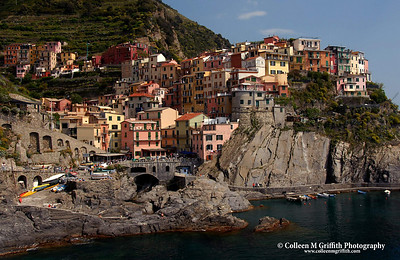 © 2004 Colleen M. Griffith. All Rights Reserved.  This material may not be published, broadcast, modified, or redistributed without written agreement with the creator.  This image is registered with the US Copyright Office.   www.colleenmgriffith.com www.facebook.com/colleen.griffith  Manarola a Cinque Terre, Italia