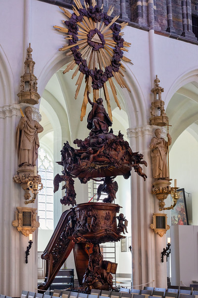 """dans l'eglise """"Onze-Lieve-Vrouwekerk"""""""