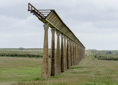 Disused aquaduct near Figueira dos