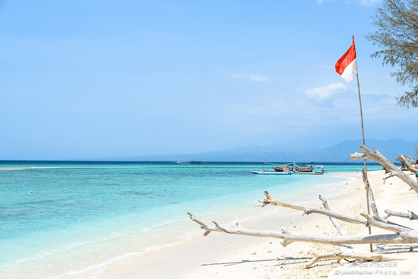 Beach of Gili Meno with crystal clear turquoise water, Lombok, Indonesia