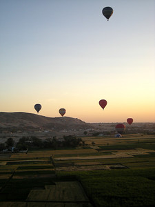 balloons over Thebes at dawn