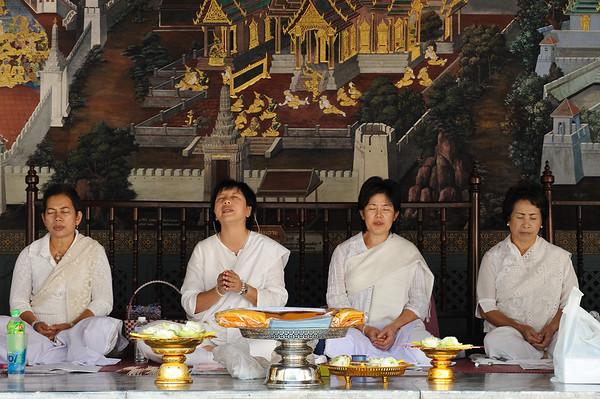Nons singing in the Grand Palace, Bangkok, Thailand