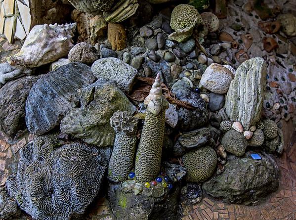 Handuras; Utila; Exploring around the inside of the Jade Seahorse in Utila