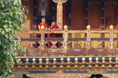 monks at Punakha Dzong