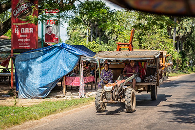 On the road to Banteay Srei