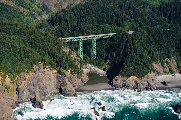 Bridge at Oregon Coastline between Eureka-Gold Beach