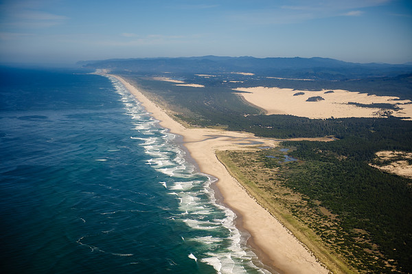 Sandy beaches at Oregon coastline between North Bend-Florence