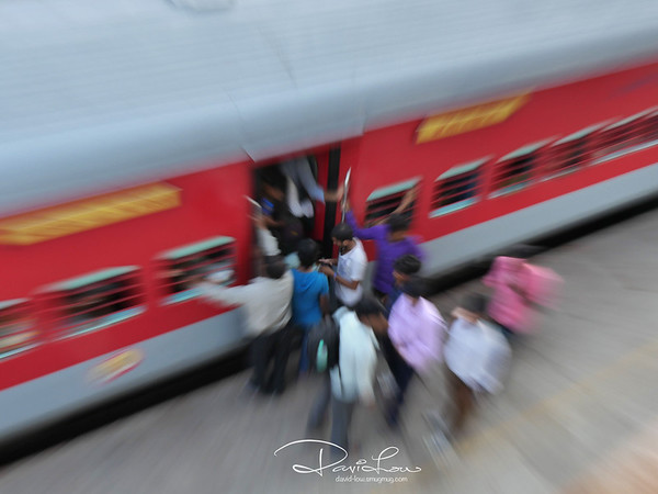 Delhi train station - camera zoom
