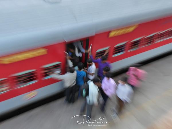 Delhi train station - camera zoom
