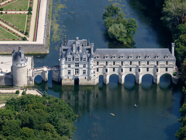 Flying tour of the Castles of the Loire (France)