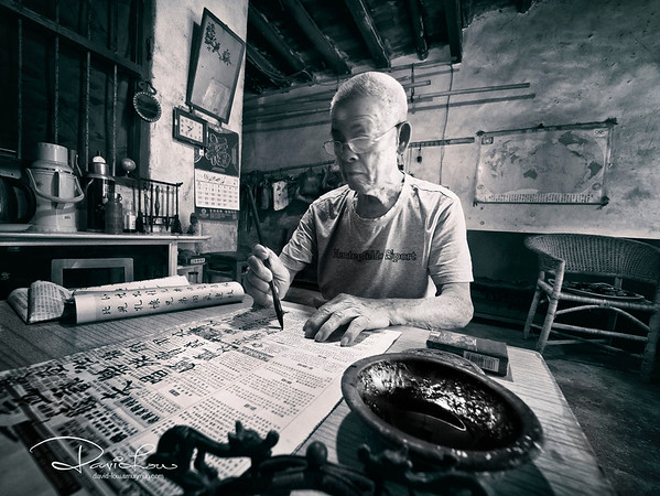 This elder told me he practices calligraphy writing for 2 hrs every morning to strengthen his health.