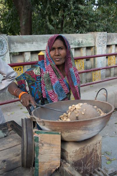 selling roasted peanuts