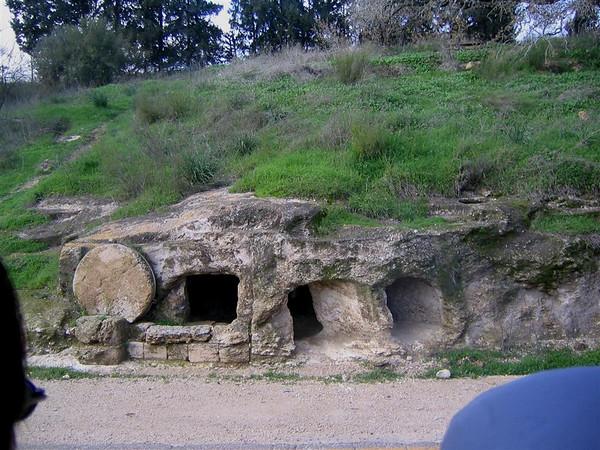 71e Typical tomb along roadside