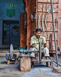 Making knifes and scissors in Jaipur