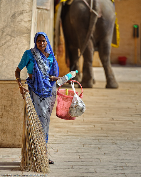 Cleaning the central court at the Amber Fort