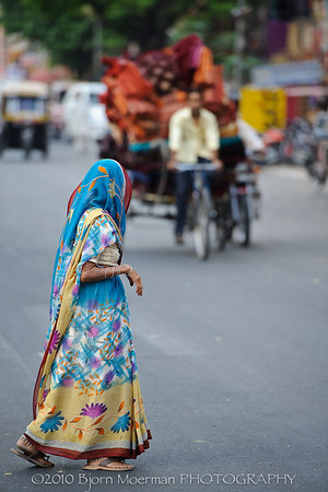Crossing the street in Jaipur