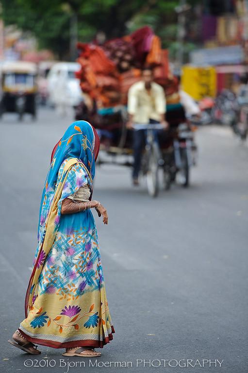 Crossing the street in Jaipur