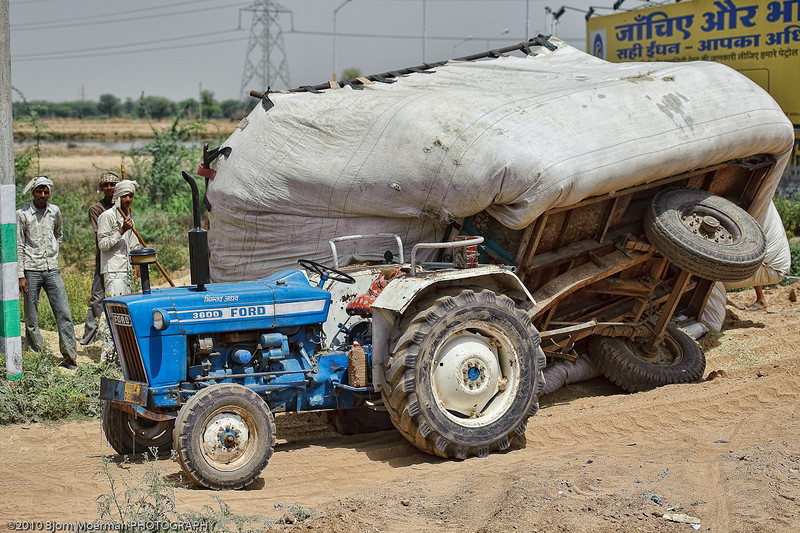 Flipped over trailor between Jaipur and Agra