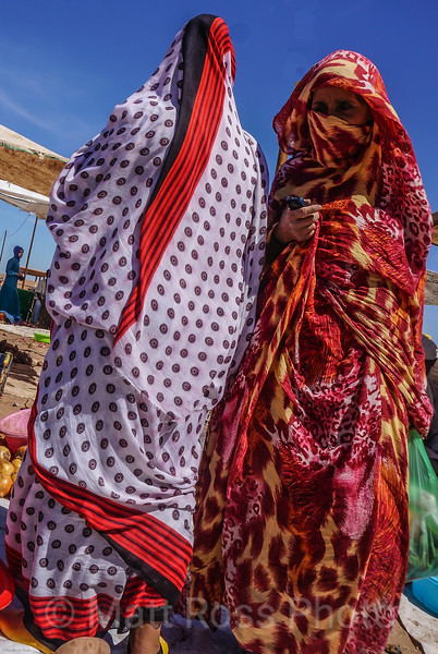 MOROCCAN WOMEN ON MARKET DAY