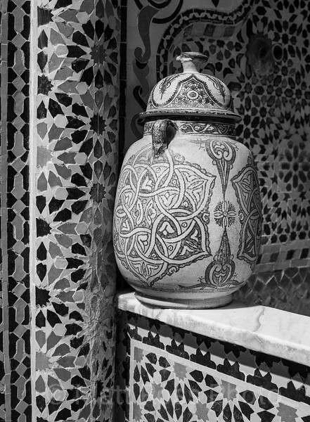 LIDDED MOROCCAN POTTERY URN