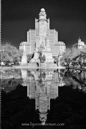 Plaza Espagna reflections