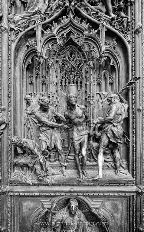 Statues at Duomo, Milano