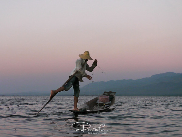 Intha rowers in Inle Lake has developed the science of rowing with one leg and acquired the art of balancing with the other, whilst multi-tasking on the fishing nets with hands!