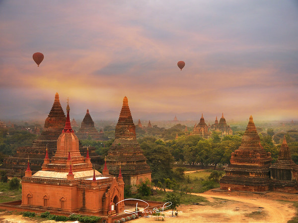 Sunrise at Bagan Archealogical site