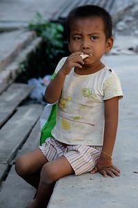 Street child outside the King Galon goldleaf workshop