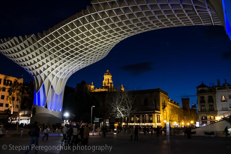 Seville Metropol Parasol at night