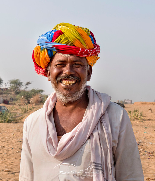 It seems the style of turban in Pushkar area is just twirled around the head. Much easier than those pointed turban !