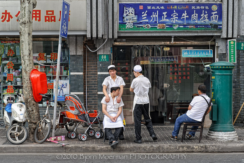 Street-massage in Shanghai, China