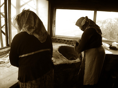 women cooking with tandori ovens in Syria