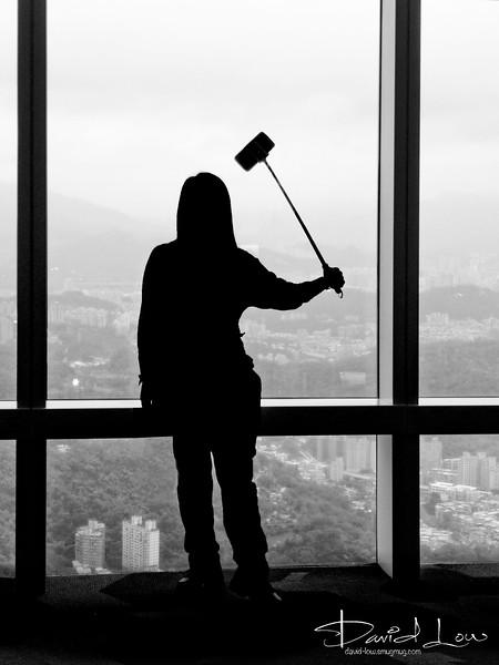 Window cleaner aka taking selfie - Taipei 101 observation deck