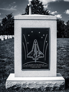Arlington Cemetery, VA: Tomb in memory of the crew of US space shuttle Columbia 1 Feb 2003